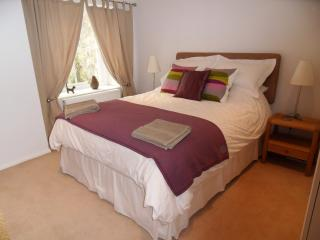 Spacious bedroom with sea view and comfortable king size bed!