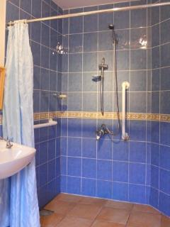 walk in shower room - just right for rinsing down the wetsuits & the kids !!
