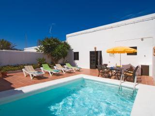 Casa El Almacen con piscina privada, Tinajo