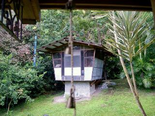 Romantic Birdhouse Cottage for 2, Soufrière