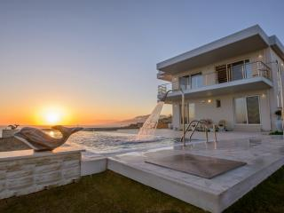 Luxury Villa Delfini , Seaview, near to the beach, Matala