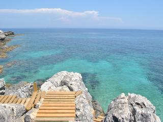 Turquoise waters to dive in just a few meters from your garden!