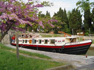 Hotel Barge Beatrice cruises on the Canal du Midi, Portiragnes