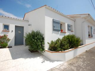 Beach/village location - 5 bedroom villa, L'Aiguillon-sur-Mer