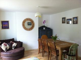 Trematon Holiday Home - Sleeps 8 - adjacent 1 bedroom apt also available, Penryn