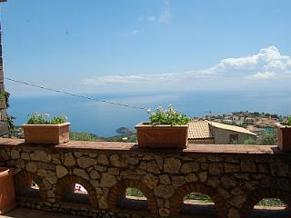 Villa Ingrid, Sant'Agata sui Due Golfi