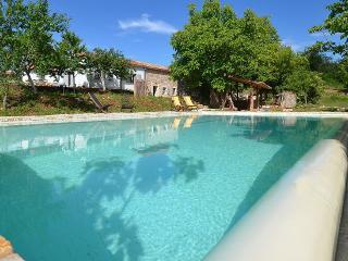 Perfect hideaway, B&B, pool