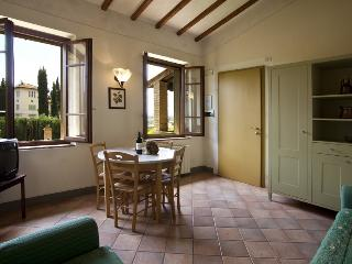 Podere il Pino 5 - Apartment with private garden and shared swimming pool