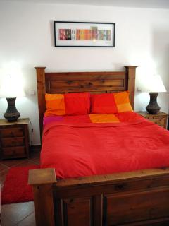 Casa Roja - king size bed