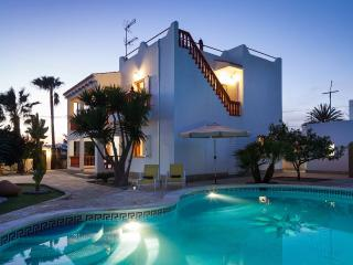 Villa Mali, Ibiza Town - Pool, Air-con, Wifi, Bbq