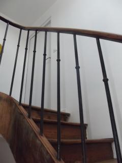 Escalier montant à l'appartement