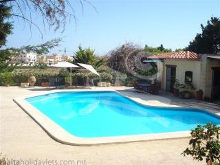 BUNGALOW WITH PRIVATE POOL, ST JULIANS, San Julián