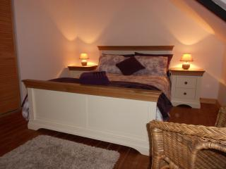 Aubergine Room - A comfortable master bedroom with built in cupboards