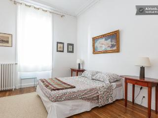 Paris 2BR charm Clichy center