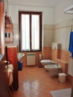 1st Floor Barthroom - Villa Central Varenna
