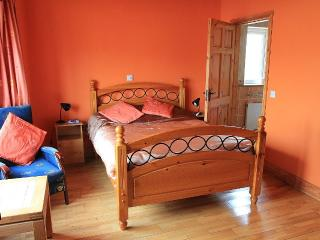 THIS THE SINGLE ROOM,ITS A DOUBLE BED.