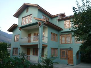 snow leopard lodge, Srinagar