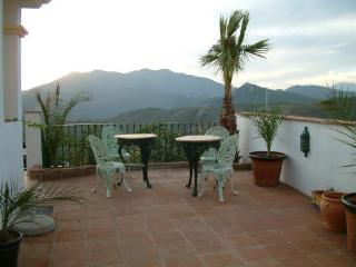 HOLIDAY - VILLA ANDREAMOS with Private Pool & WIFI, Alhaurin el Grande