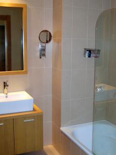 Bath & shower suite