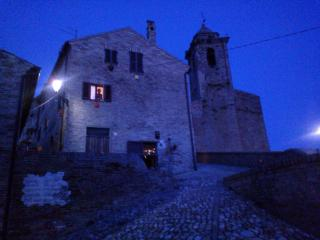 Veduta In notturna con Basilica e Campanile del 1200 adiacente all'abitazione.