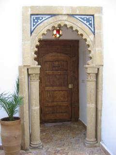 Elegant entrance, leads to a passage that leads on to Rue Mohammed al Quorry.