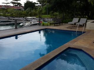 Eden Island Penthouse - Electric Car, Wify, Sat TV - next  to Pool