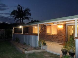 Ginger Cottage. Self contained, near surf beach., Scotts Head