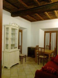 Salotto con divano letto/DIning room with bed sofa