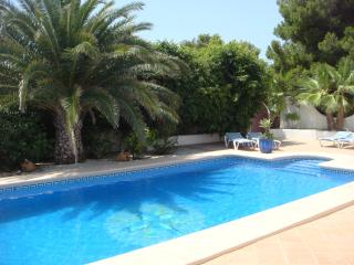 View of the property with swimming pool (10 x 5 m)