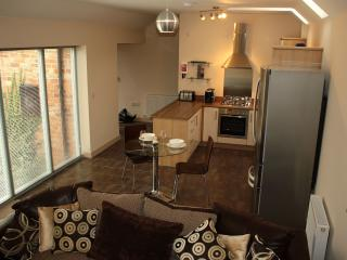 Fully equipped kitchen, coffee maker, washer/dryer, dishwasher, fridge freezer