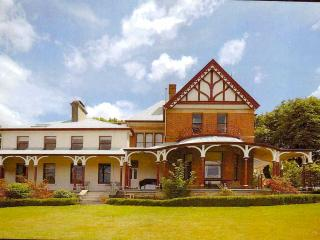 Old Bishops Quarters, Central Historic with Grand Water Views, Hobart