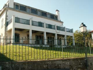 Guethary centre-duplex - grande terrassse facade mer- plage a pied 5mn