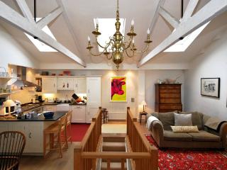 2 BEDROOM MEWS HOUSE LOCATED IN SOUTH KENSINGTON, London