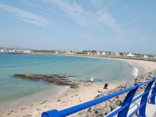 The Gogarth Suite, Stunning Sea View Apartment with Use of Heated Indoor Pools, Trearddur Bay