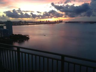 LUXURY MIAMI/ BRICKELL UNOBSTRUCTED WATER VIEWS (2BD/2BA), Miami