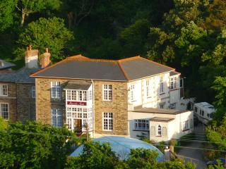 A7~SEPT SPECIAL IN PORTREATH~4 MIN WALK BEACH~PUBS~  POOL,HOTTUB~ BASSETS ACRE.