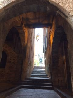 step through the portal and experience the lovely, languid pace of life that is the south of France!