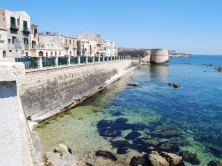 lst floor apartment sea views, Siracusa