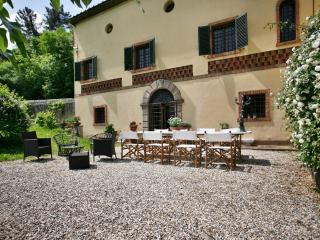 Charming villa with panoramic view only 5km from L, Lucca