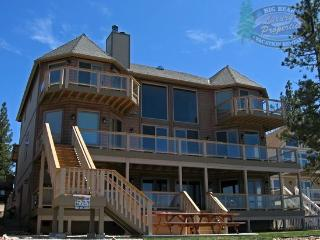 The Grand on the Shore Cabin Lodge a Lakefront Big Bear Vacation Cabin with majestic lake views, boat dock, outdoor hot tub, BBQ, pet friendly and walking distance to the village., Big Bear Region