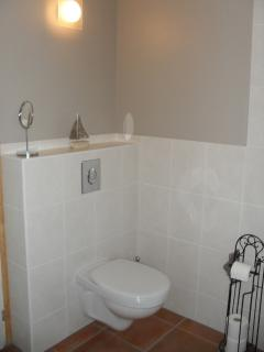 Bathroom (view 4)