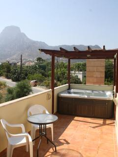 Roof Terrace with 3 person Hot tub