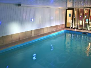 Derbyshire Chapel with Hot Tub and private use of Pool max 3 night stay