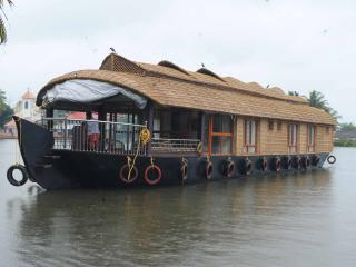 Sreekrishna houseboats, Kumarakom