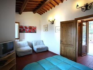 Quaint Tuscan farmhouse in Pescia, staffed property features private pool and jacuzzi, sleeps 3