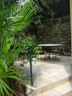 terrazza immersa nel verde