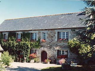 Kermarch farmhouse & cottage, St Nicolas du Pelem