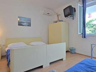Sandy beach private apartment, Omis
