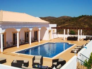 CASA BALLINA Spacious Rural Family Villa with Pool, Tavira