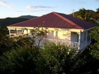 la villa blanche et son studio pour 3 en rez-de-jardin. télévision TNT, WIFI gratuite, climatisation
